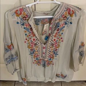 Johnny Was V-neck white tunic with embroidery